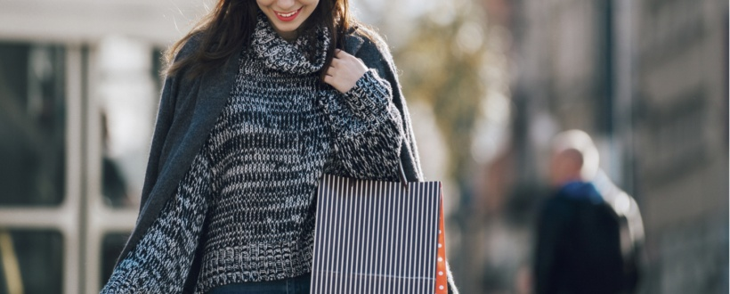 Autumn winter styling, autumn fashion, seasonal style, lady shopping